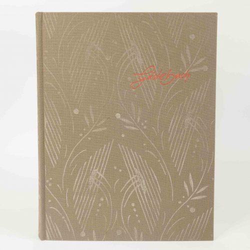 Gebundenes Gästebuch mit Leinenbezug und floralem Dekor in beige/weiss, rot abgesetzte Prägung 'Gästebuch'