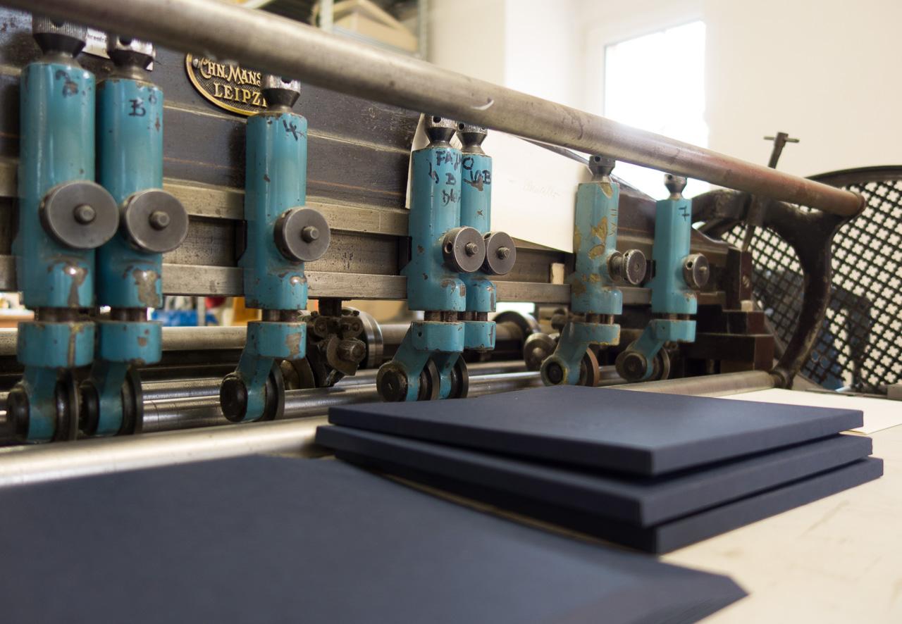 Fertigung von Feinkartonagen und Buchbindereiartikeln